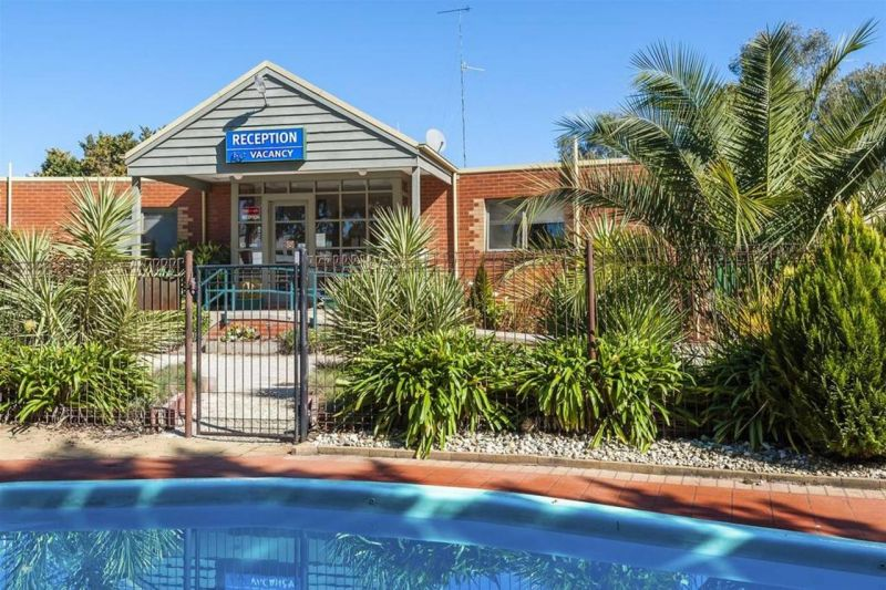 COMFORT INN COACH AND BUSHMANS - Newcastle Accommodation
