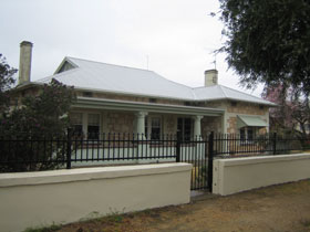 Naracoorte Cottages - MacDonnell House - Newcastle Accommodation