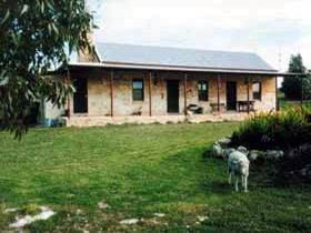 Mt Dutton Bay Woolshed Heritage Cottage - Newcastle Accommodation
