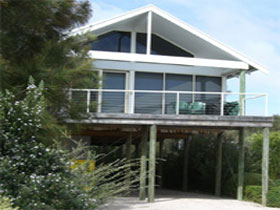 Sheoak Holiday Home - Newcastle Accommodation