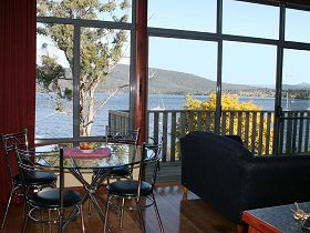 Driftwood Cottages - Beach House - Newcastle Accommodation