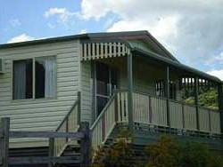 Halls Country Cottages - Newcastle Accommodation
