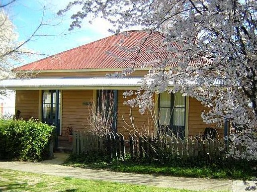 Cooma Cottage - Accommodation - Newcastle Accommodation
