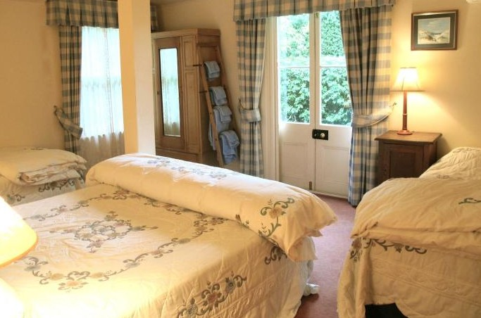 Capers Guesthouse and Cottage - Newcastle Accommodation