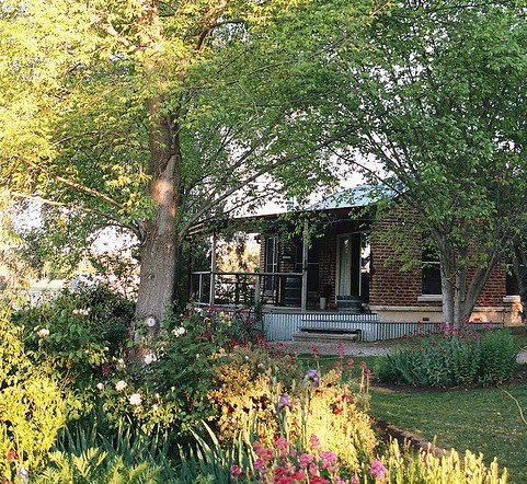 Amazing Country Escapes - Evanslea By The River - Newcastle Accommodation