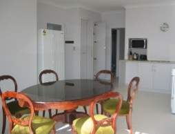 Olas Holiday House - Newcastle Accommodation