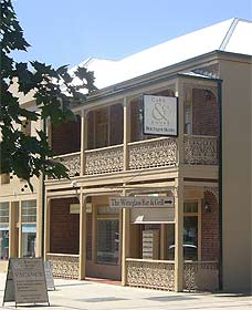 Cobb  Co Court Boutique Hotel - Newcastle Accommodation
