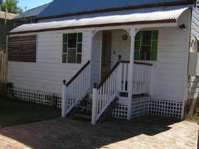 A Pine Cottage - Newcastle Accommodation