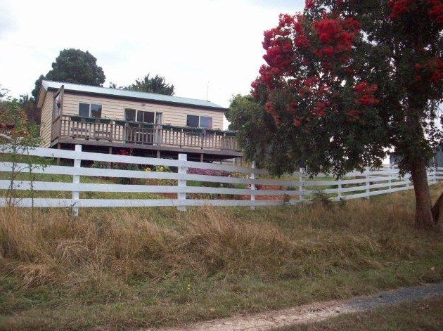 Demeter Farm Cabin - Newcastle Accommodation