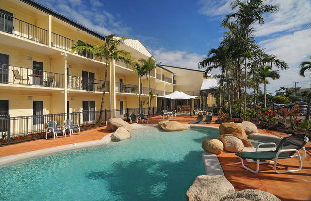 Cairns Queenslander Hotel  Apartments - Newcastle Accommodation