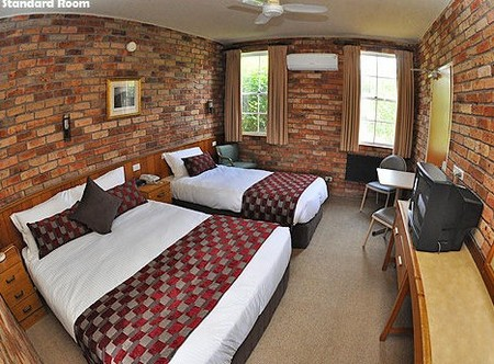 Log Cabin - Newcastle Accommodation