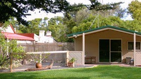 Shiralea Country Cottage - Newcastle Accommodation