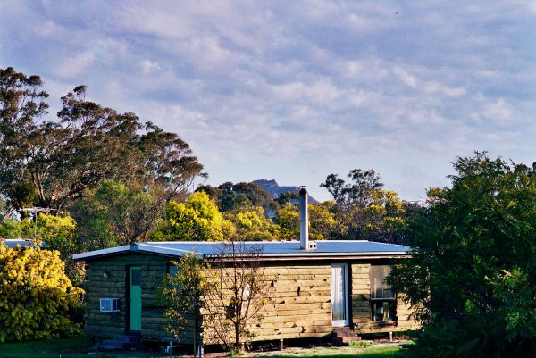 Mount Zero Log Cabins - Newcastle Accommodation