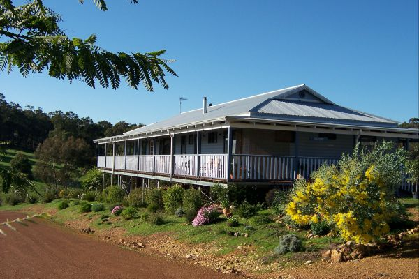 Blue House Bed and Breakfast - Newcastle Accommodation