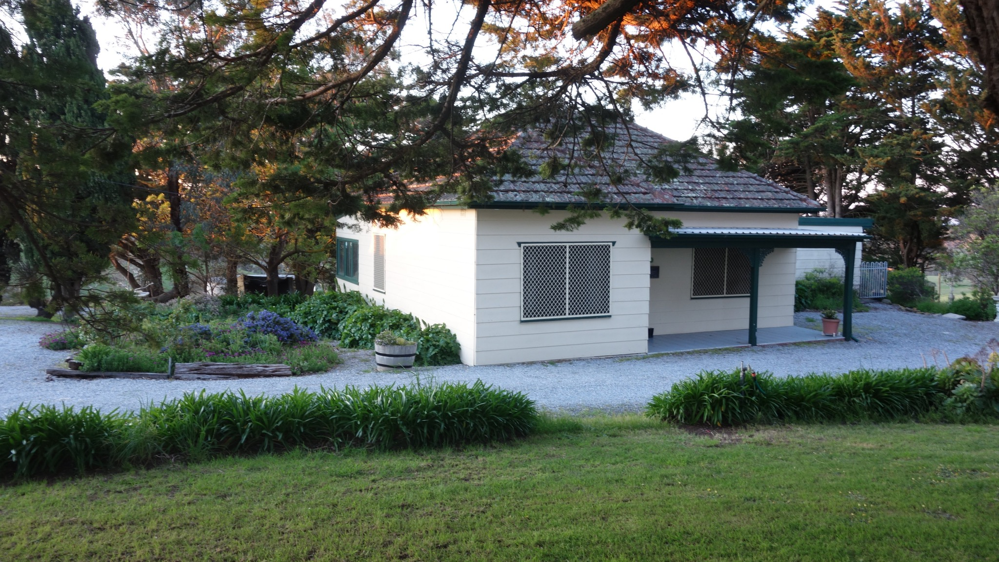 Morella Farm Stay - Newcastle Accommodation