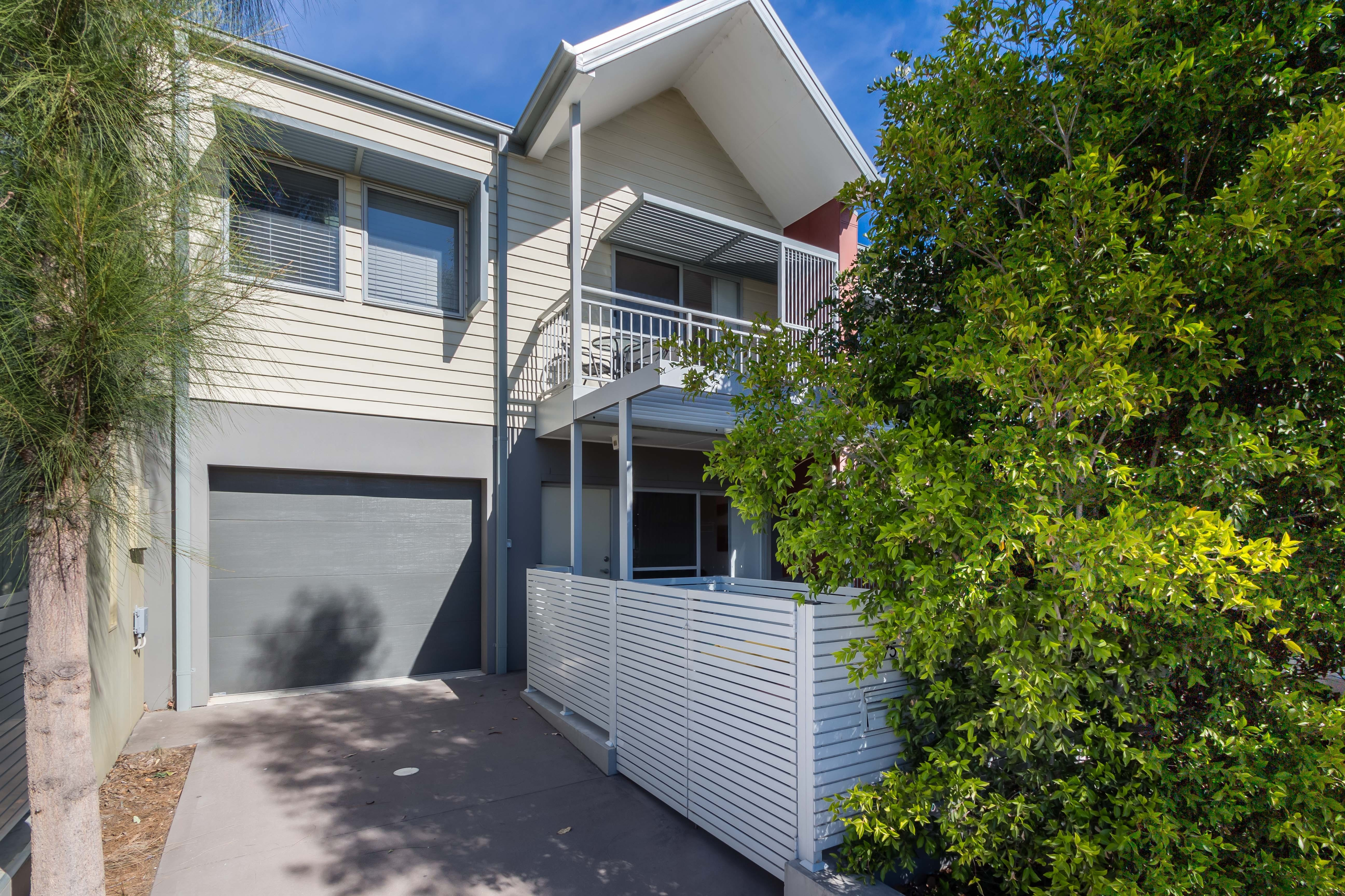 The Terrace in Cranebrook Waterside - Newcastle Accommodation