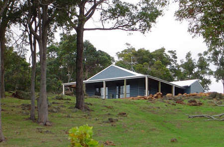Vista Ridge Estate - Top Paddock Cottage - Newcastle Accommodation
