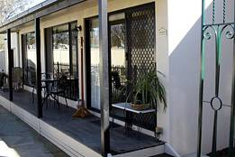 Courtside Cottage Bed and Breakfast - Newcastle Accommodation