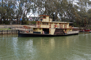 Emmylou Paddle Steamer - Newcastle Accommodation