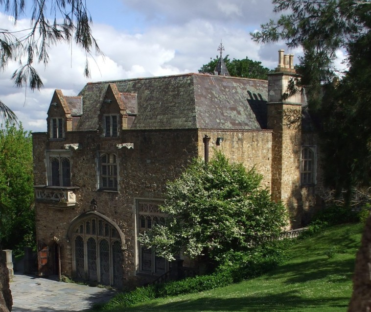 Montsalvat - Newcastle Accommodation