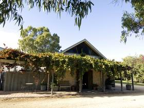 Lake Breeze Wines - Newcastle Accommodation
