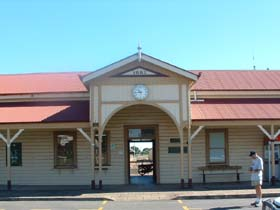 Maryborough Railway Station - Newcastle Accommodation