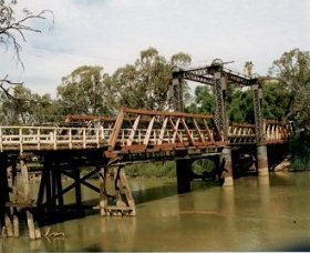 Swan Hill - Murray River Road Bridge - Newcastle Accommodation