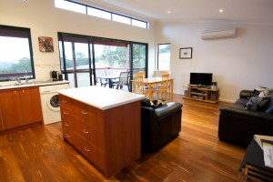 Karrak Reach Forest Retreat - Newcastle Accommodation