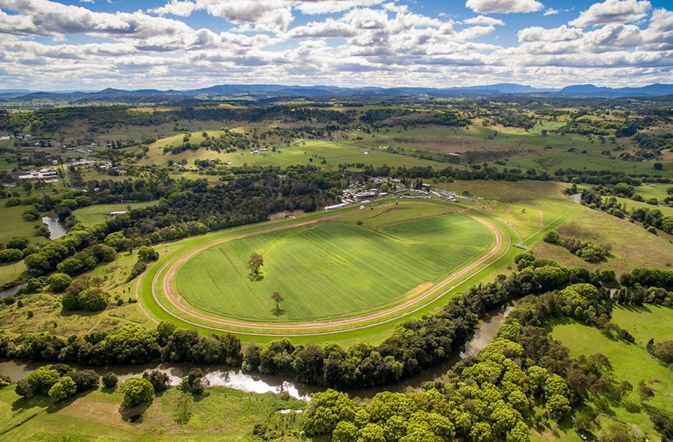 The OBrien Electrical and Plumbing Lismore Cup - Newcastle Accommodation