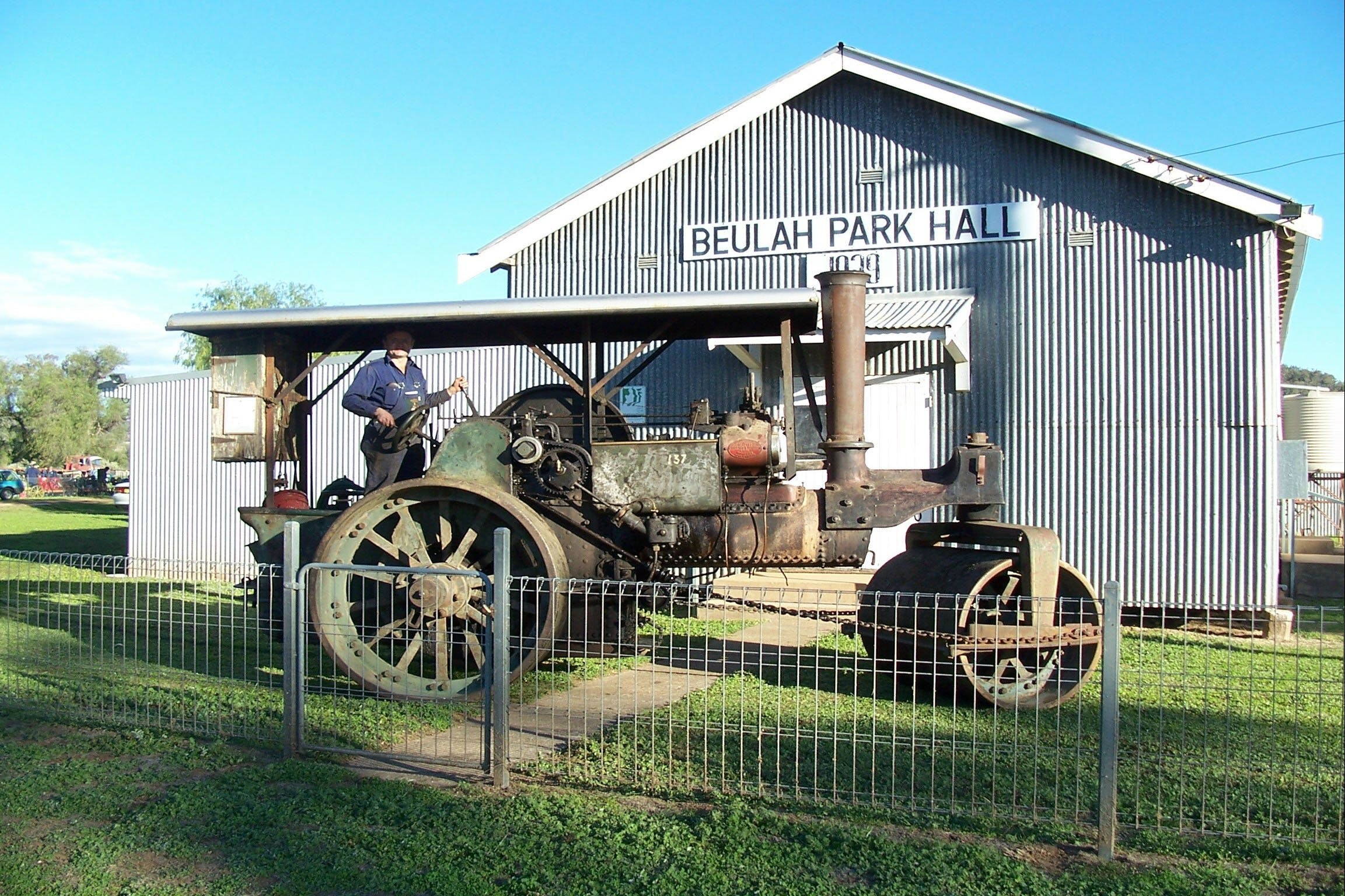 Eulah Creek Antique and Machinery Day - Newcastle Accommodation