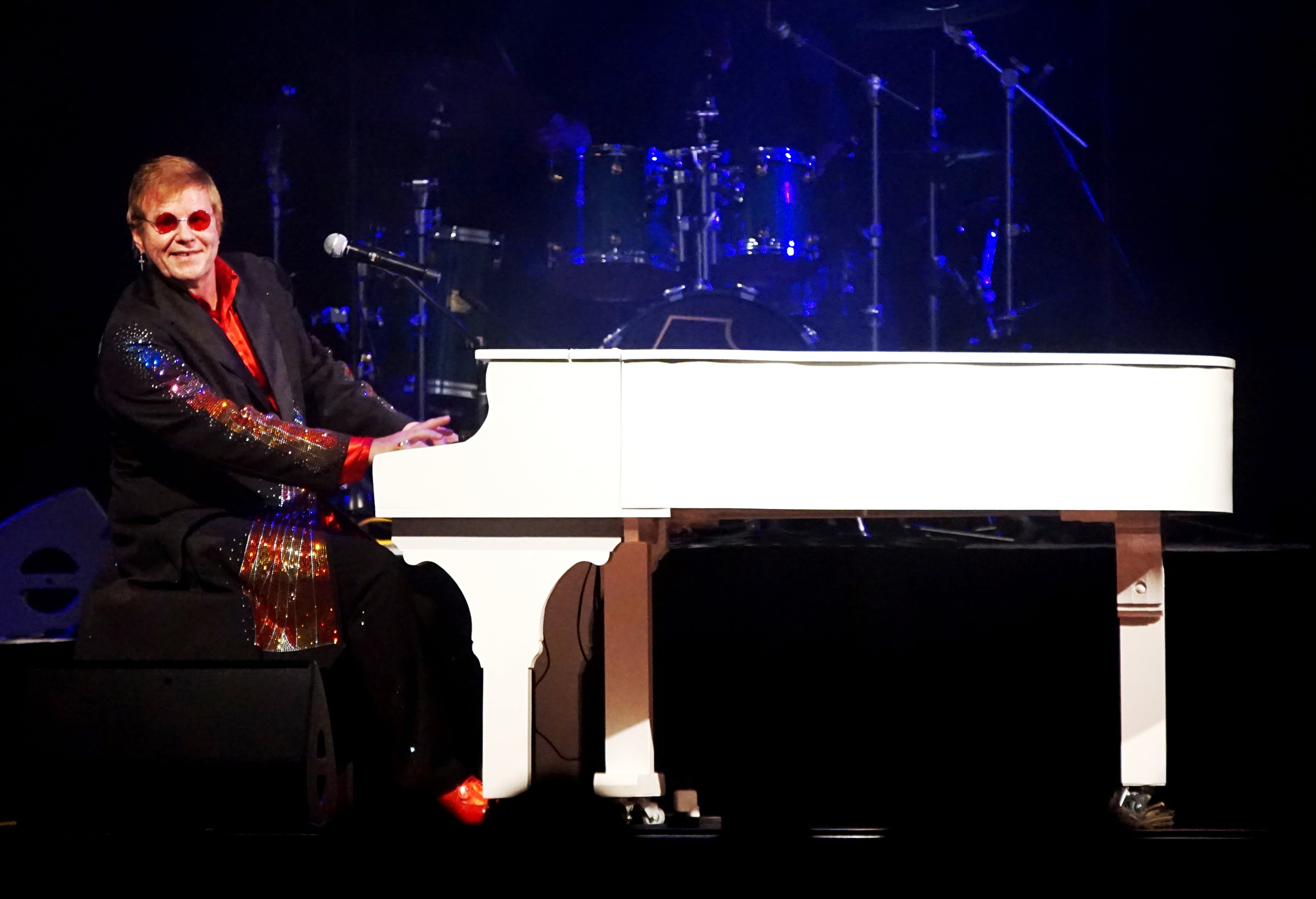 Rocketman A Tribute to Elton John featuring Greg Andrew - Newcastle Accommodation