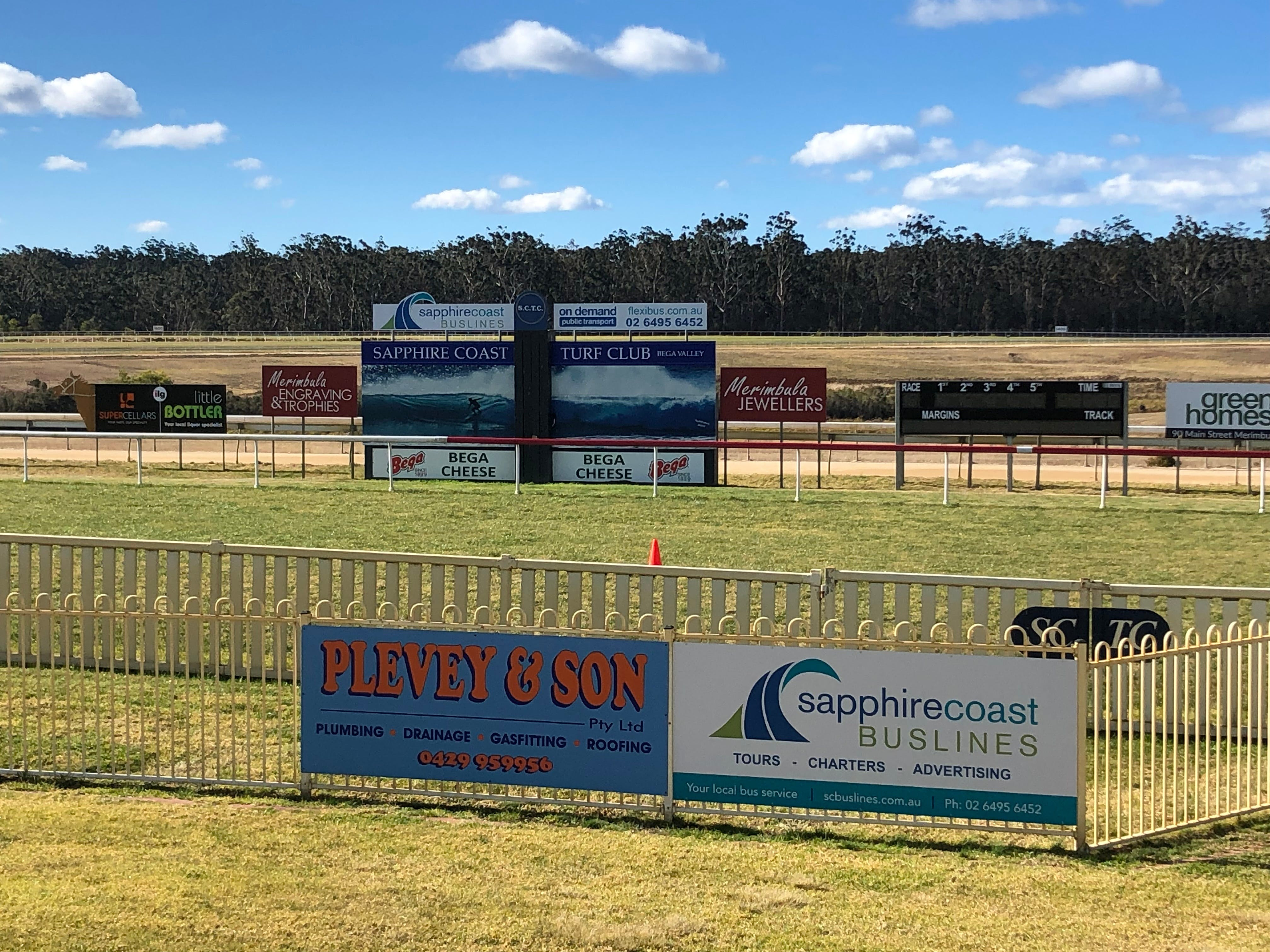 Tathra Cup Hawaiian Themed Fashions on the Field - Newcastle Accommodation