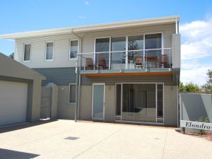 Elandra Holiday Home - Newcastle Accommodation
