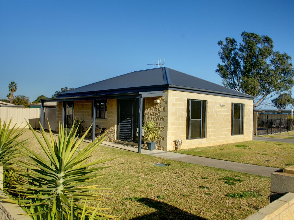 DBJ Holiday Units - Newcastle Accommodation
