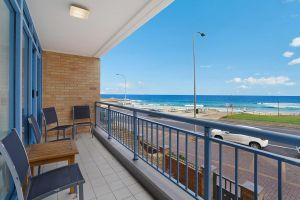 Newcastle Short Stay Apartments - Sandbar Newcastle Beach
